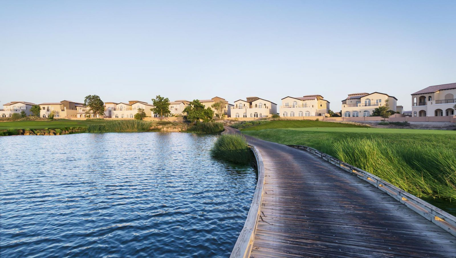 Welcome to Sienna Lakes. Live amidst the golf course and lakes.